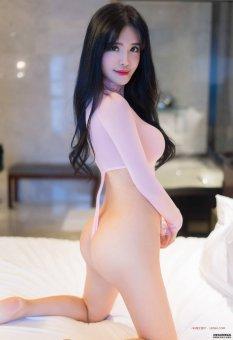 前凸后翘的大妹子刘钰儿