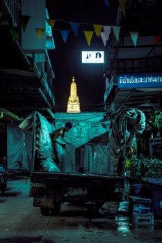深夜空寂无人的曼谷街头