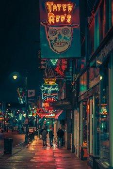 霓虹灯闪烁的美国街头