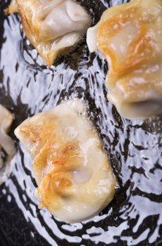 金黄酥脆美味飘香的煎饺