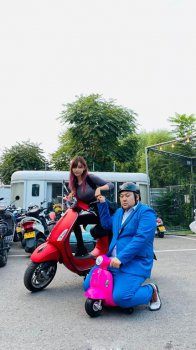 骑着我心爱的小摩托