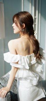 赵露思白色礼裙优雅高清手