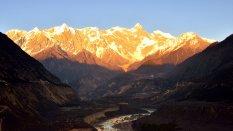 西藏南迦巴瓦峰风景高清桌