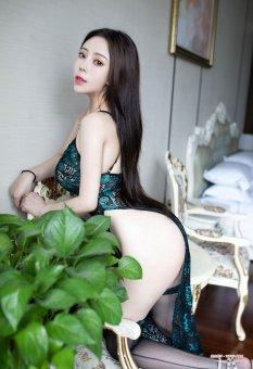 高叉吊带白皙胴体模特Miki