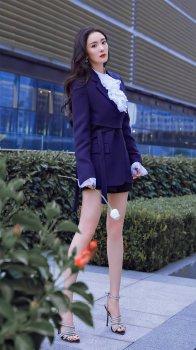 美腿杨幂西装短裙时尚写真
