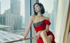 许佳琪魅惑红裙性感写真桌