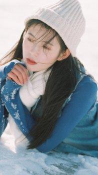 雪中少女唯美写真壁纸