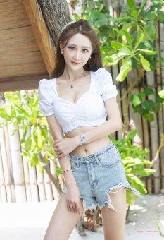 阳光沙滩轻奢美女妤薇Vivi